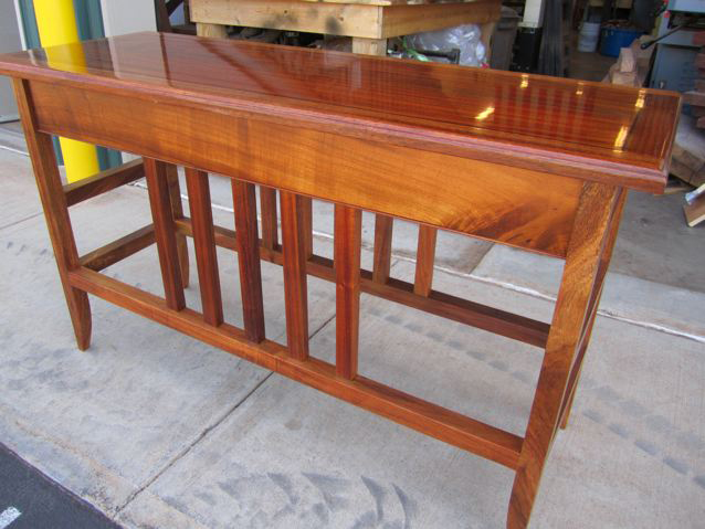 This handsome tall table bears the work of fine craftsmanship. Thanks for sharing it, Jose.